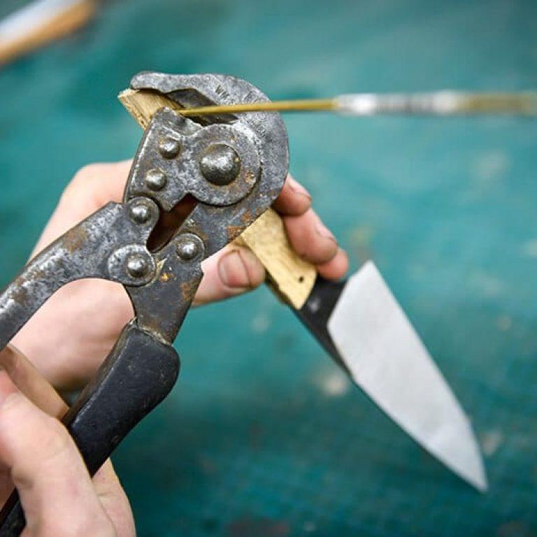 Personnaliser son couteau à l'atelier la Bigorne